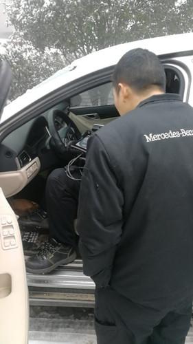 关于小编前几天汽车抛锚事件_电动汽车该不该买?