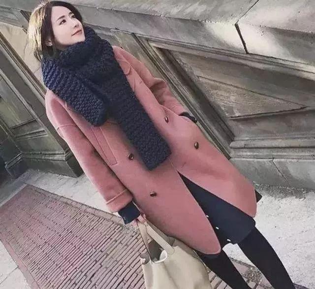 女人再穷,穿大衣不要配高跟鞋,太土!看聪明人怎么穿,早穿早美 穿衣推荐 第6张