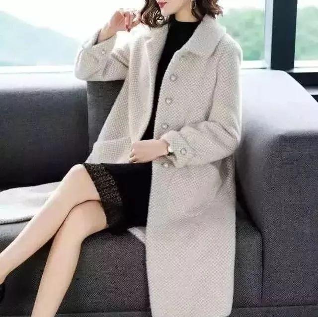 女人再穷,穿大衣不要配高跟鞋,太土!看聪明人怎么穿,早穿早美 穿衣推荐 第4张